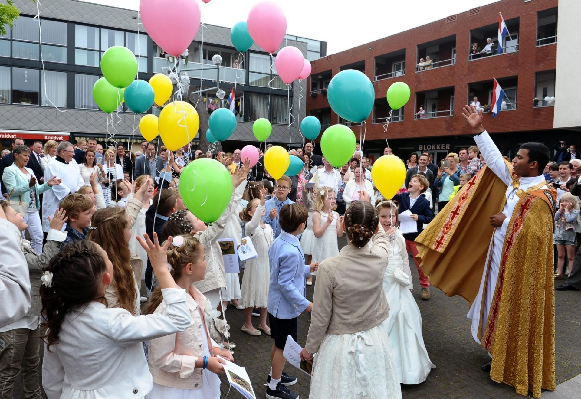 Eerste H. Communie 2018 is 2e zondag van juni,10 juni 2018, dit i.v.m. heiligdomsvaart  op de  1e zondag van juni in Maastricht.