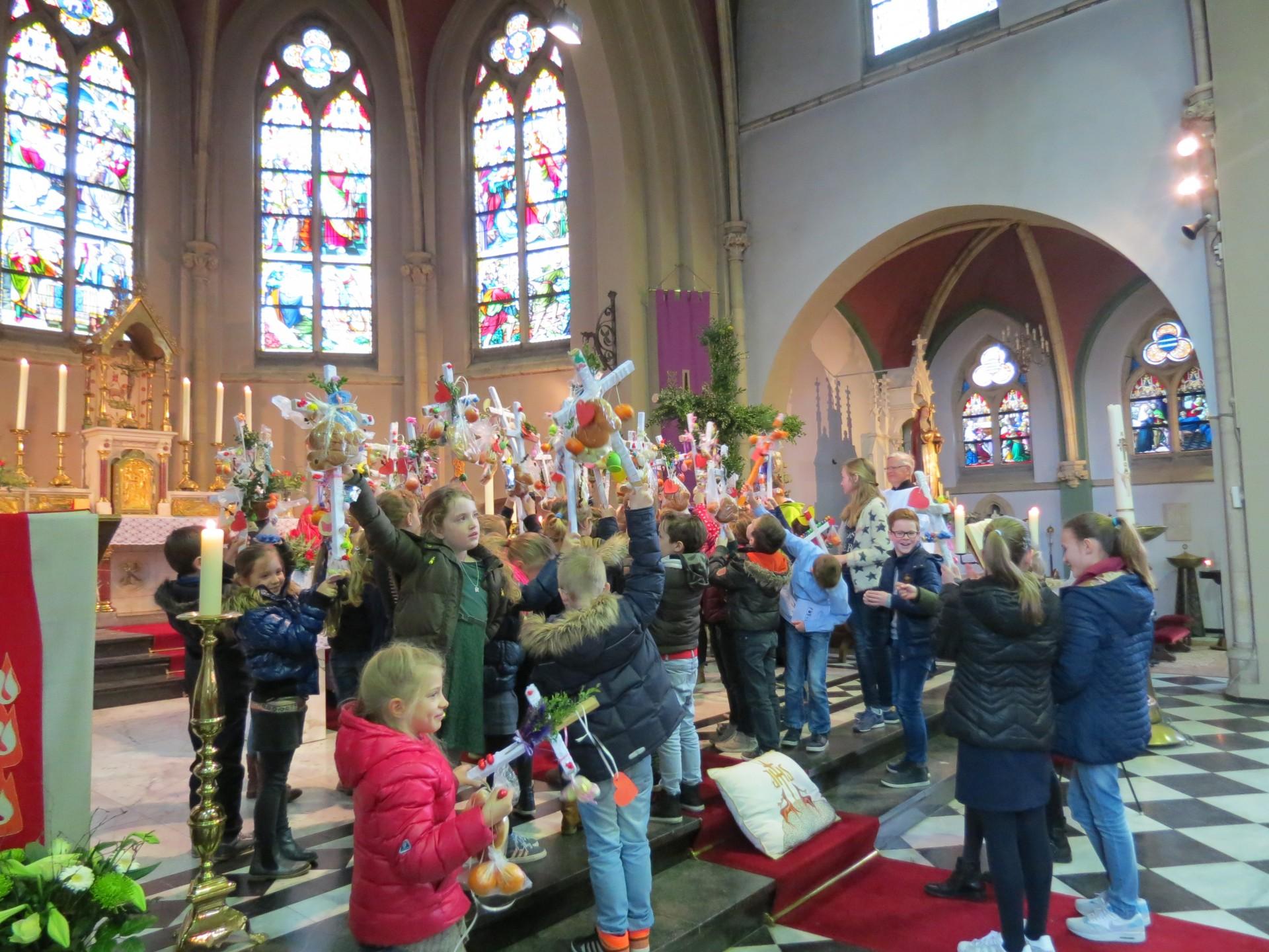 Iedereen is van harte welkom op zondag 9 april voor de Palmpasen viering!