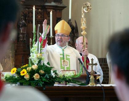 Mgr.Harrie Smeets Komt naar Amby.  Op zondag 15 september om 10:00 uur zal hij de H. Mis opdragen.